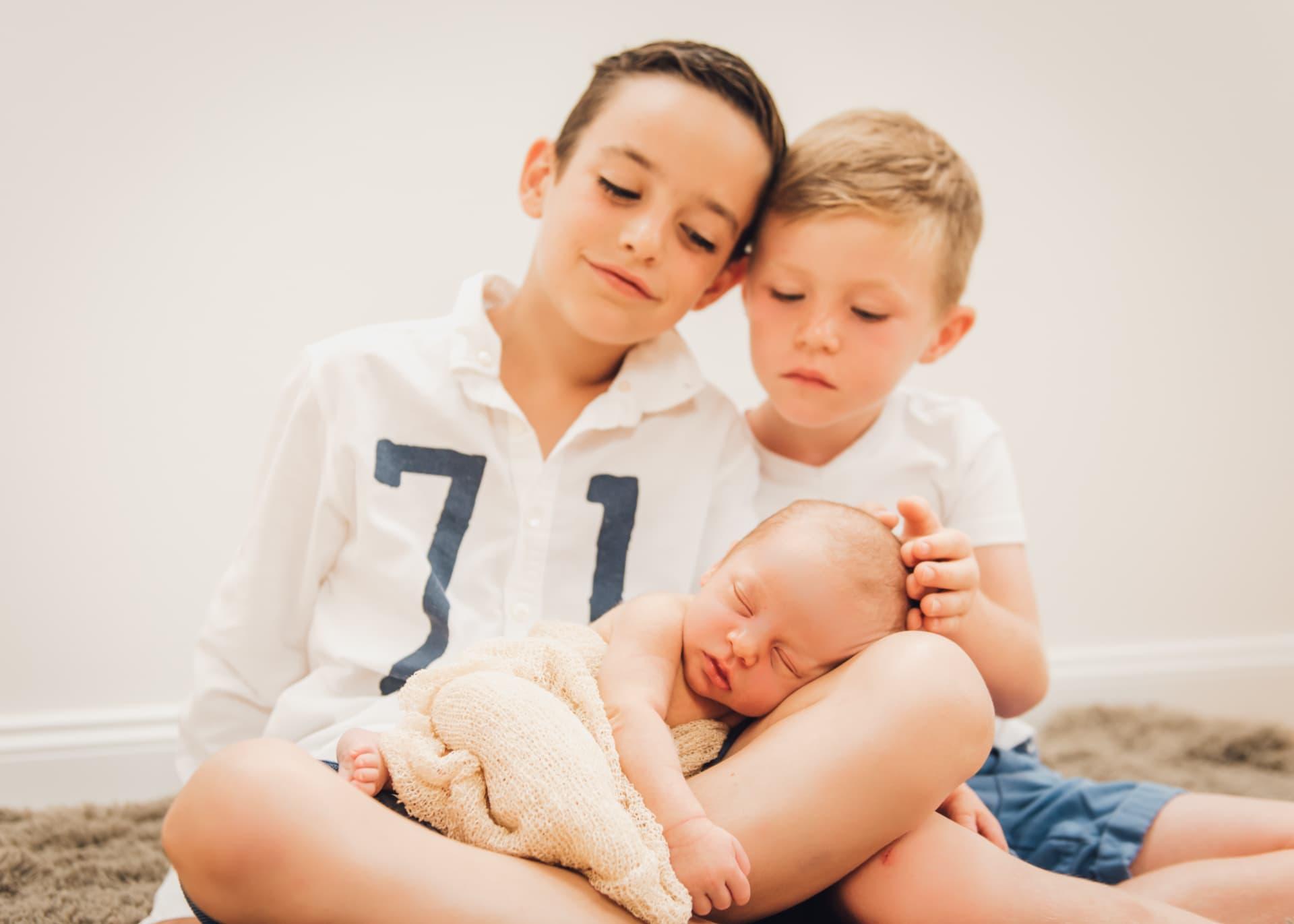 Familienfotografie  Familienfotos: Große Brüder